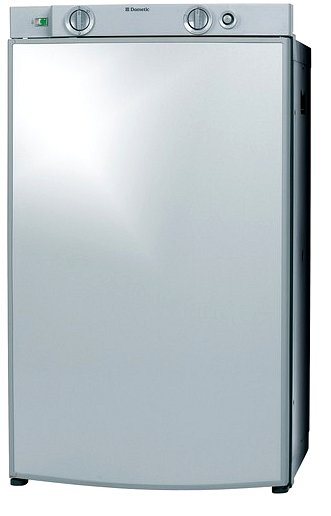 Dometic RM 8401, záves dverí vpravo